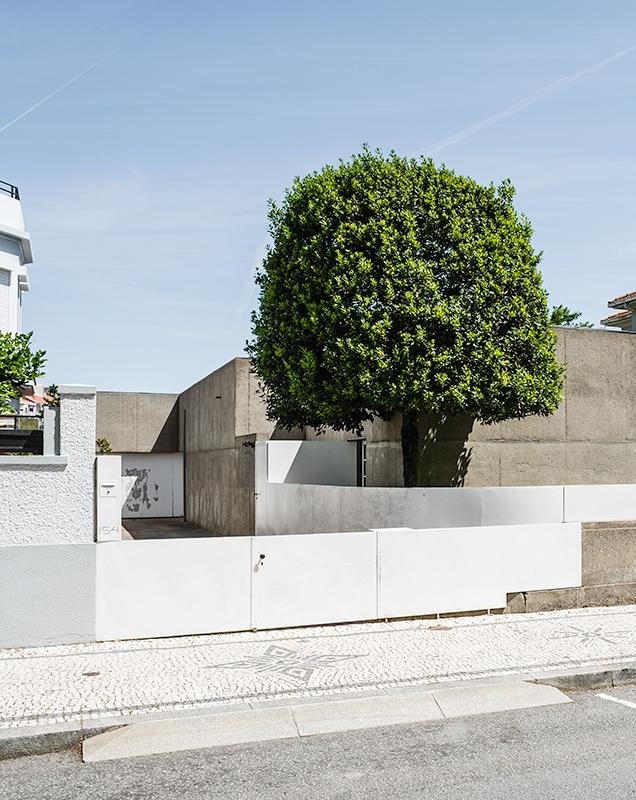 http://www.ricardoloureiro.com/files/gimgs/th-56_RL_SIZA_HOUSE_MANUEL_MAGALHAES.jpg