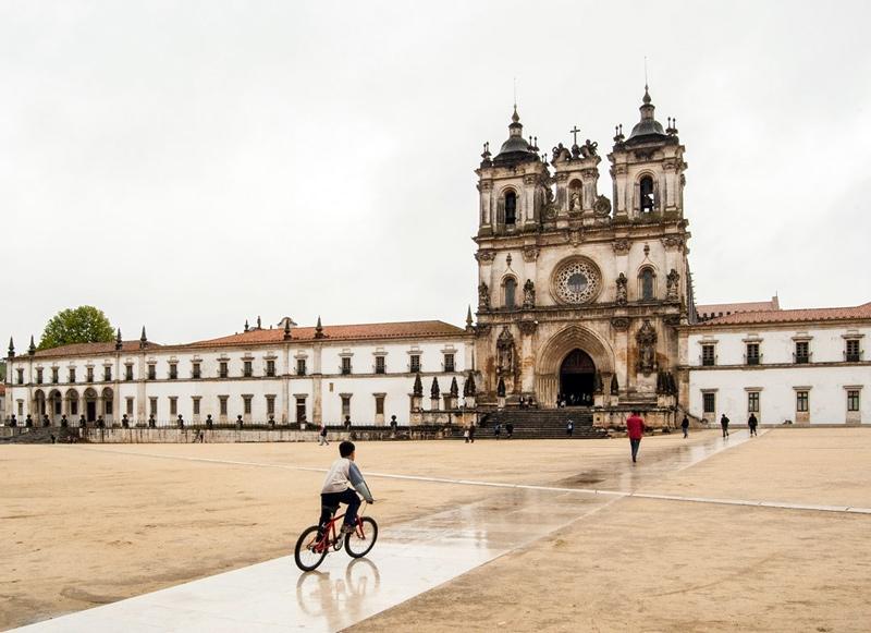 https://ricardoloureiro.com:443/files/gimgs/th-75_RICARDO_LOUREIRO_GONÇALO_BYRNE_MOSTEIRO_DE_ALCOBAÇA_1.jpg